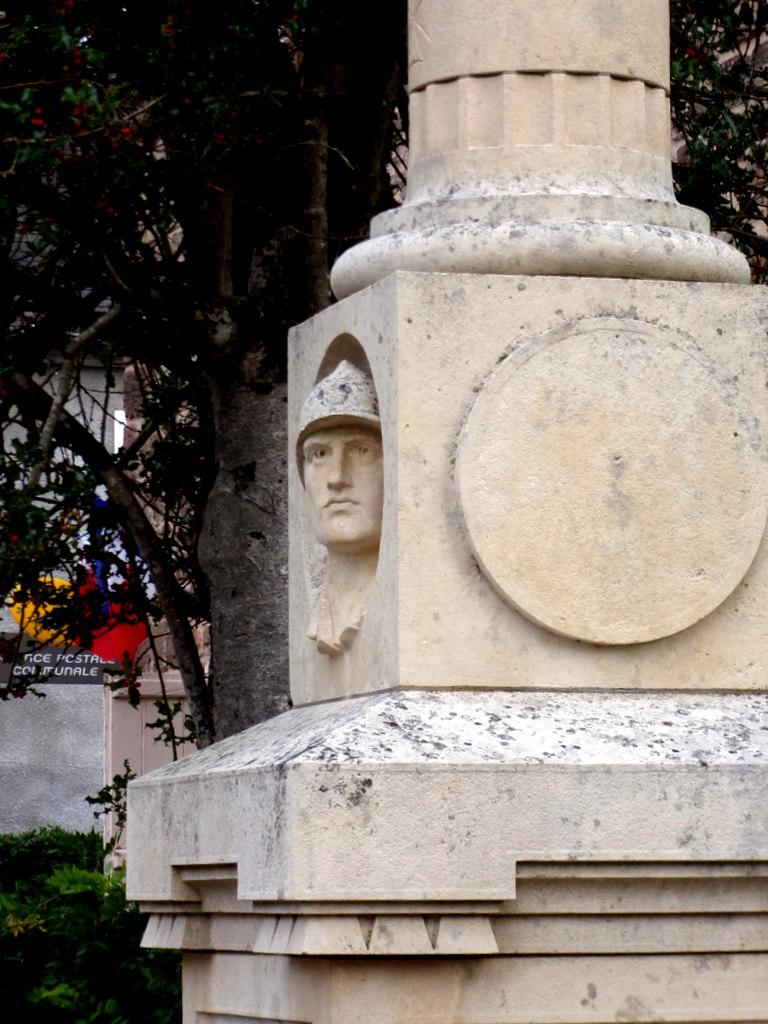 [ Histoires et histoire ] Monuments aux morts originaux Français Tome 2 - Page 13 Le_pes22