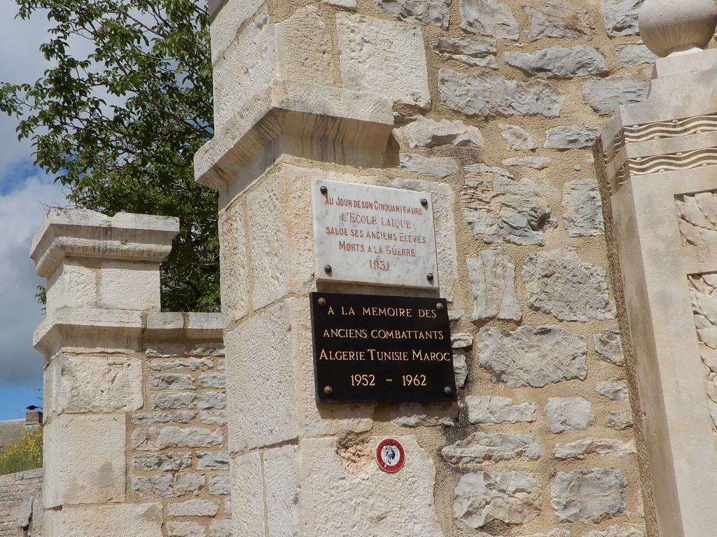 [ Histoires et histoire ] Monuments aux morts originaux Français Tome 2 - Page 23 Monume28