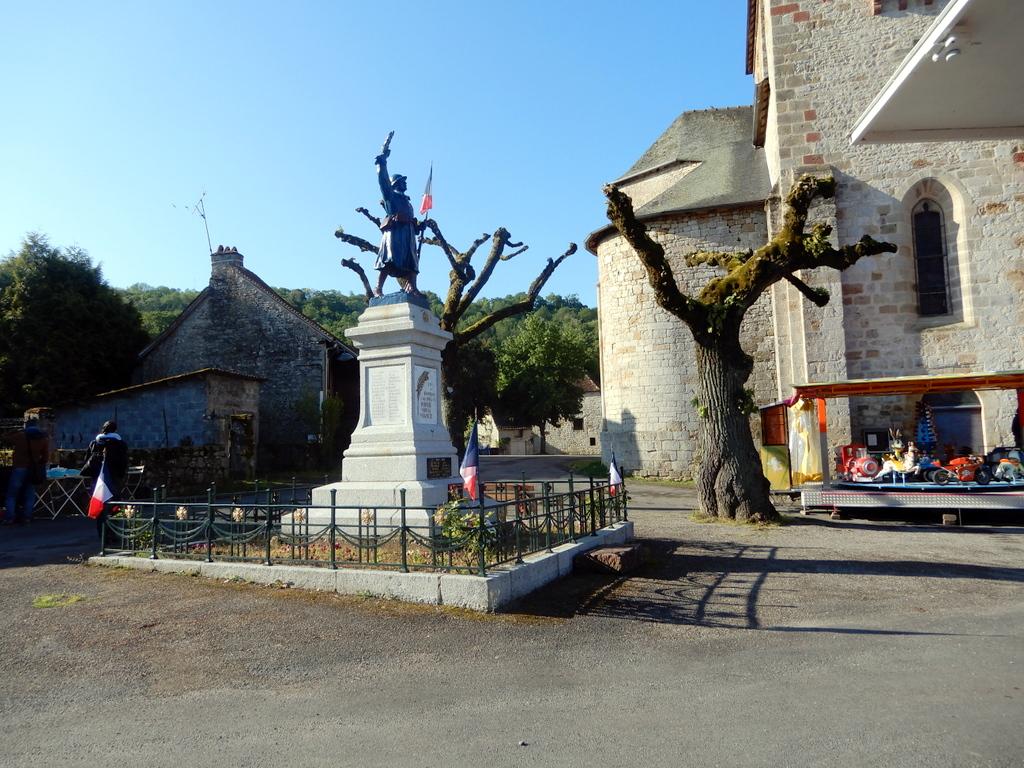 [Histoires et Histoire] Monuments aux morts originaux Français Tome 2 - Page 11 Pecher13