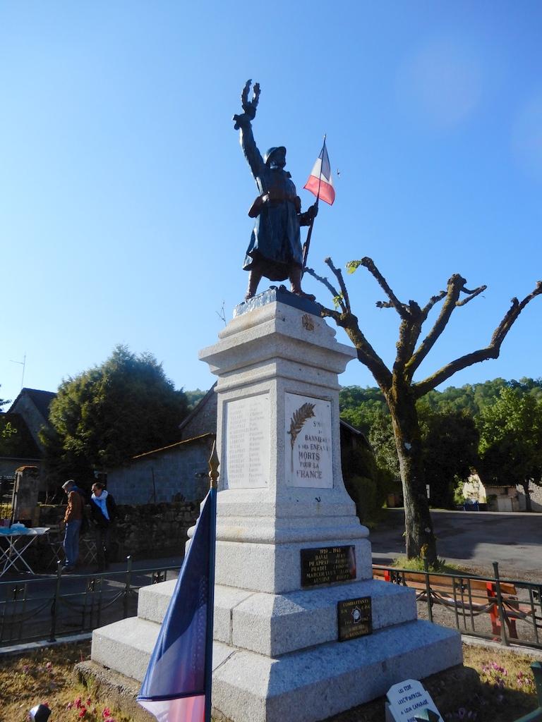 [Histoires et Histoire] Monuments aux morts originaux Français Tome 2 - Page 11 Pecher14