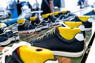 مصنع صيني لصناعة الأحذية الرياضية تشغيل 20 عامل تصنيع  Aa_oao13