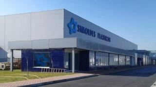 مصنع Simoldes Plasticos المتخصص في صناعة القوالب والمكونات البلاستيكية الداخلية والخارجية للسيارات توظيف في عدة تخصصات Aa_sim10