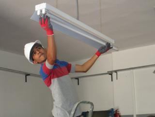 شركة خدمات توظيف 15 كهربائي البناء حاصل على دبلوم براتب 4500 درهم مع السكن بمدينة الحسيمة Adecco10