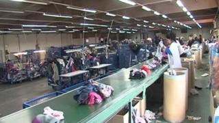 شركة اعادة تدوير الملابس تصدير و استيراد توظيف 15 عامل و عاملة فرز الملابس  Ao_co_10