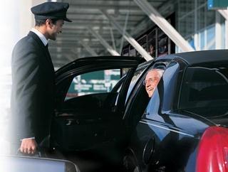 شركة خدمات بالرباط حسان توظيف 30 سائق سياحي و 05 موظفي استقبال و توجيه المكالمات  Chauff10