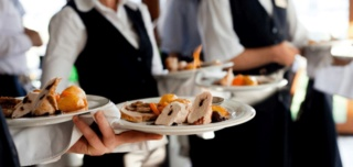 مطعم بالمركز الفندقي بمدينة طنجة توظيف 45 موظف خدمات المطعمة   Employ11
