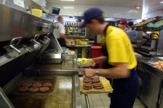 مطعم عالمي للوجبات السريعة توظيف 10 مناصب بمستويات البكالوريا بالرباط اكدال F_r_i-10