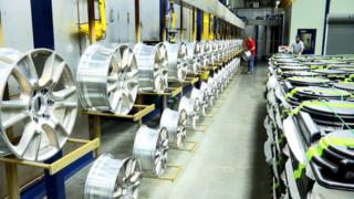 مصنع كوري لصناعة اطارات الالمنيوم لعجلات السيارات توظيف 08 تقنيين بطنجة  Hands_11