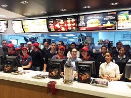 مطعم عالمي للوجبات السريعة بالرباط اكدال توظيف 20 عون فريق خدمات بعقد عمل دائم CDI Mc-don10