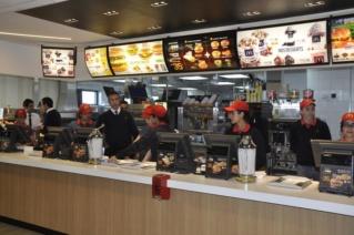 مطعم الوجبات السريعة بتطوان توظيف 40 منصب باك +2 Mc_don10