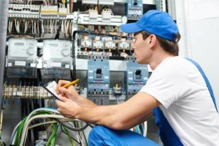 شركة تركيبات الكهربائية في الصناعة البتروكيماويات والغاز توظيف 03 كهربائي بعقد عمل دائم بالدارالبيضاء Petrol10