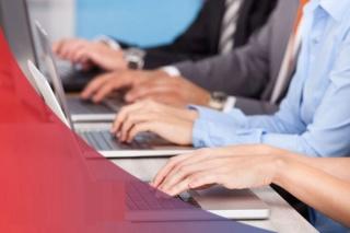 شركة تابعة لمجموعة متخصصة في خدمات عملاء و مراكز النداء توظيف 38 موظف ادخال البيانات ابتدءا من شهادة البكالوريا  Saccom10