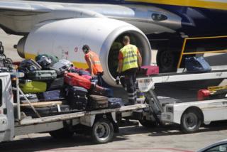 شركة لتدبير خدمات المطارات توظيف 20 منصب بمطار الداخلة  Swissp13