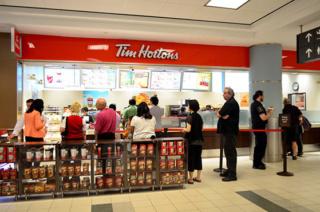 أكبر سلسلة مطاعم سريعة في كندا توظيف 50 نادل و نادلة براتب 120 درهم للساعة مع علاوة نقذية للعمل بالليل اخر اجل 13 ماي 2019  Tim-ho10