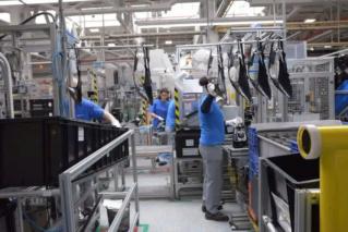 مصنع متخصص في صناعة أنظمة اضواء السيارات توظيف 50 عامل انتاج  Varroc11