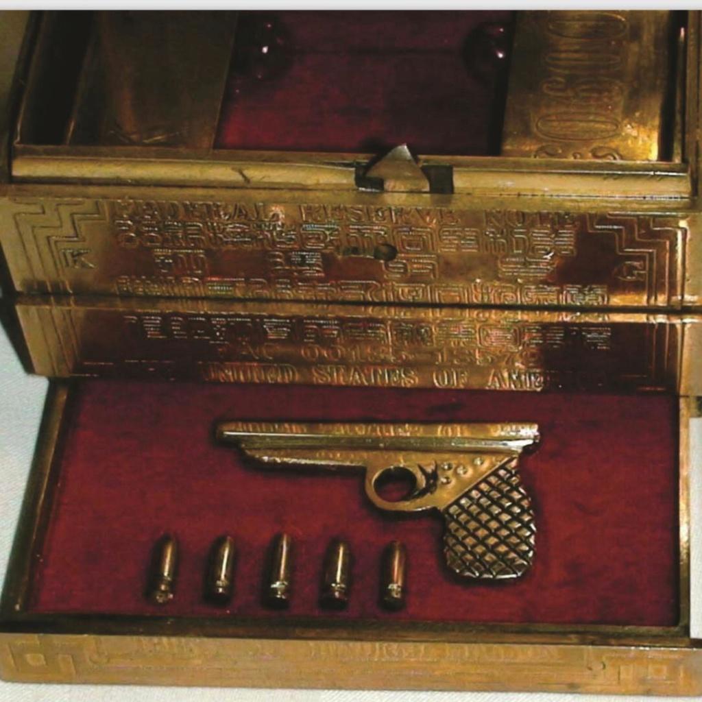 Offer Golden GUN  Super Petchili 1913 +  dinars  two boxes in Miami Whatsa13