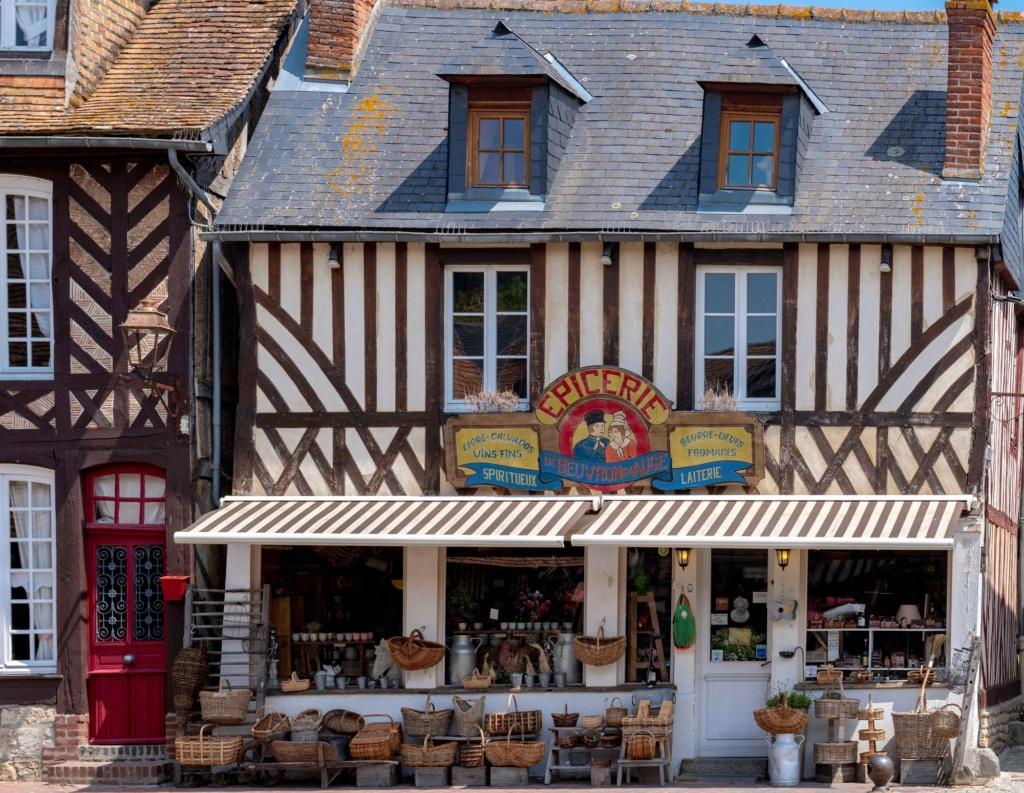 Les plus beaux villages de France  Beuvro10