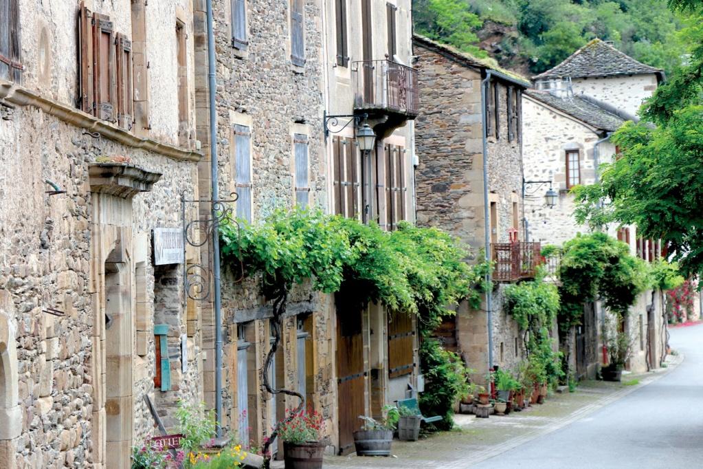 Les plus beaux villages de France  - Page 2 Brouss11