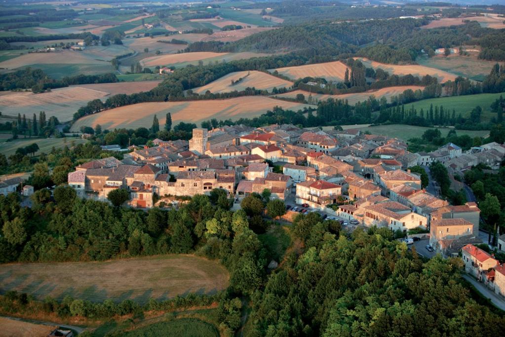 Les plus beaux villages de France  - Page 2 Castel12