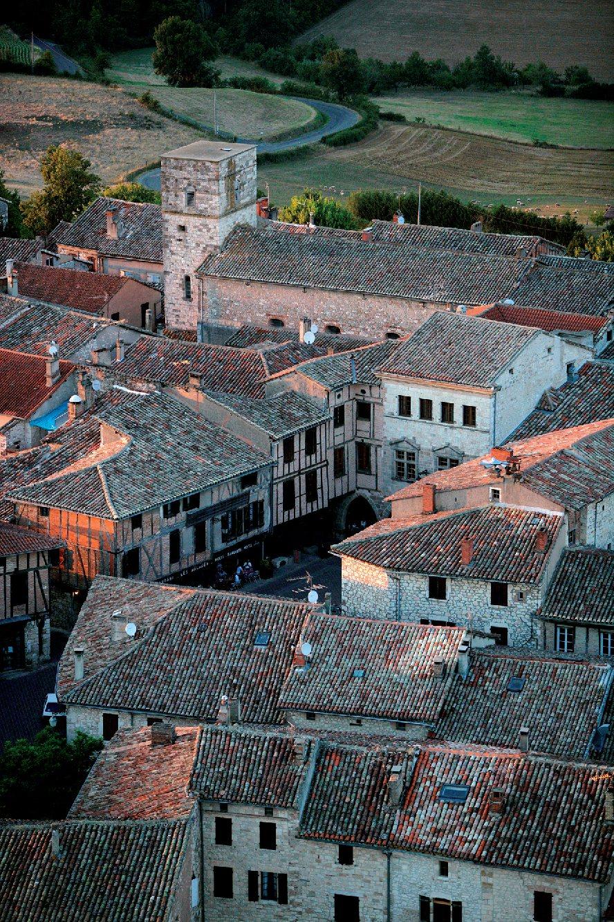 Les plus beaux villages de France  - Page 2 Castel13