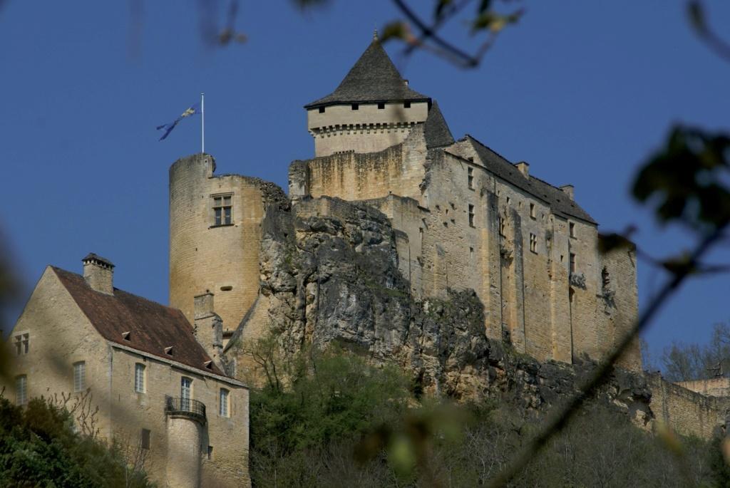 Les plus beaux villages de France  - Page 2 Castel14
