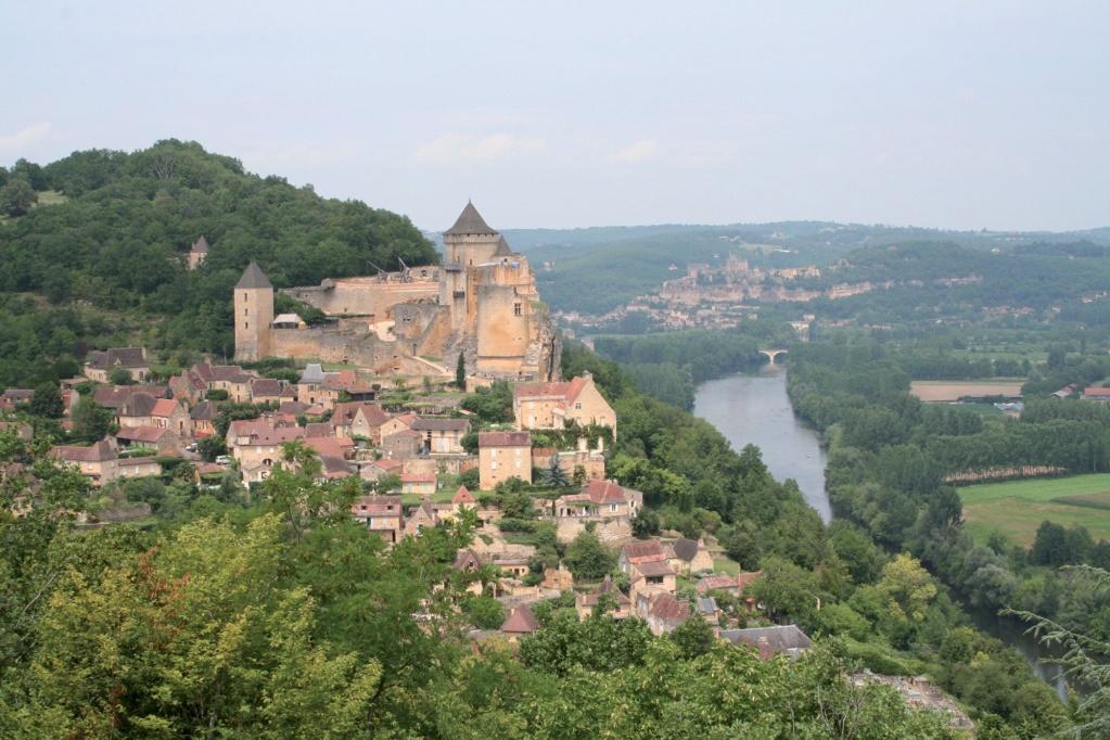Les plus beaux villages de France  - Page 2 Castel17