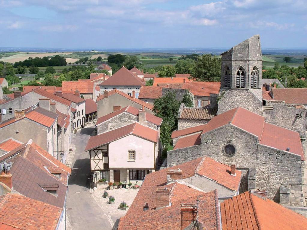 Les plus beaux villages de France  - Page 2 Charro10