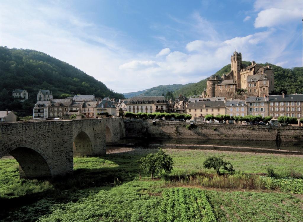 Les plus beaux villages de France  - Page 3 Estain10