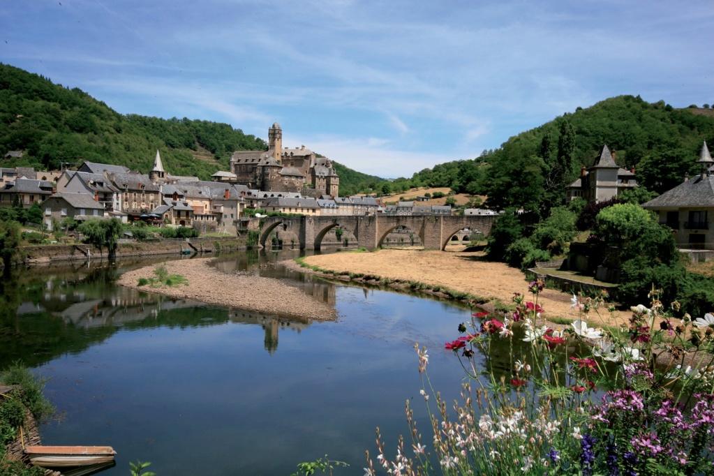 Les plus beaux villages de France  - Page 3 Estain11