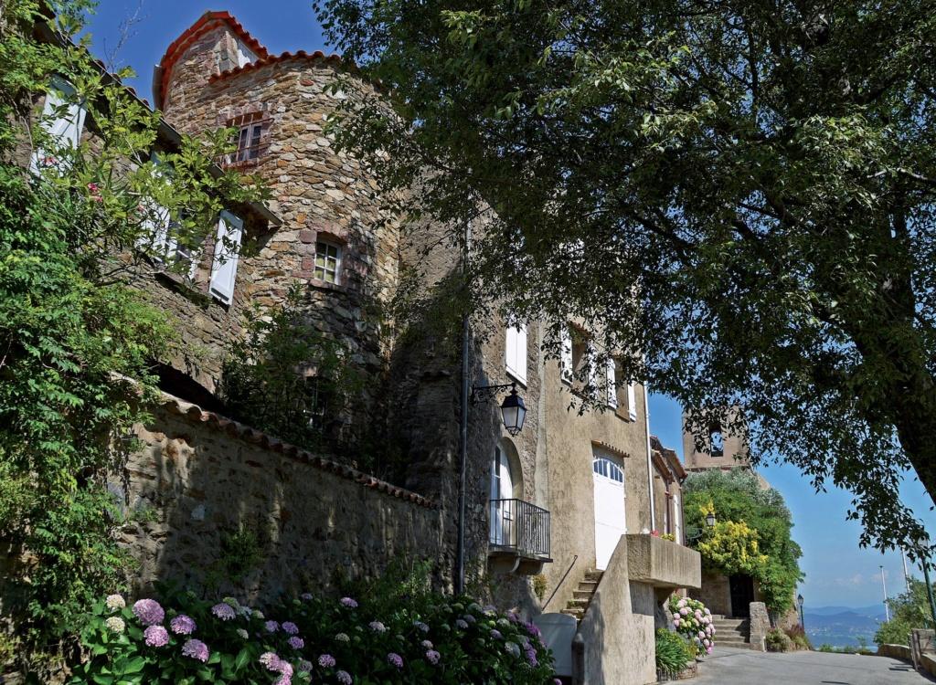 Les plus beaux villages de France  - Page 3 Gassin10