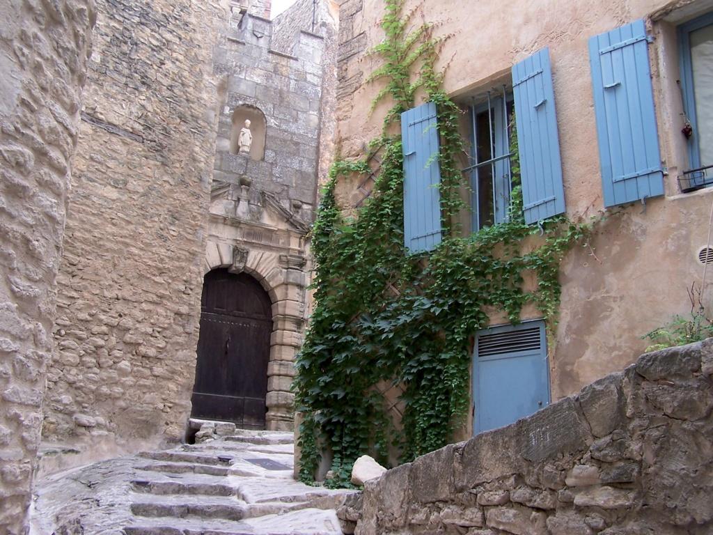 Les plus beaux villages de France  - Page 3 Gordes12