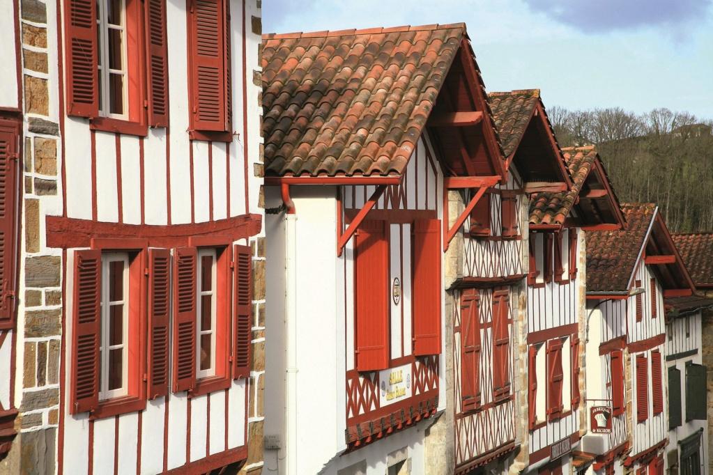 Les plus beaux villages de France  - Page 3 La-bas11