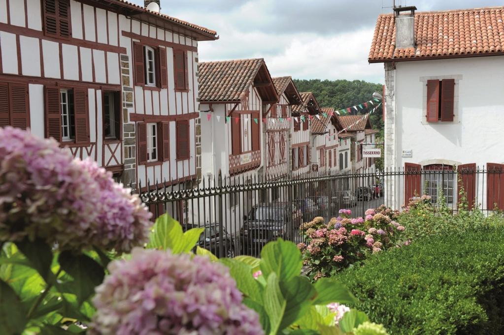 Les plus beaux villages de France  - Page 3 La-bas12