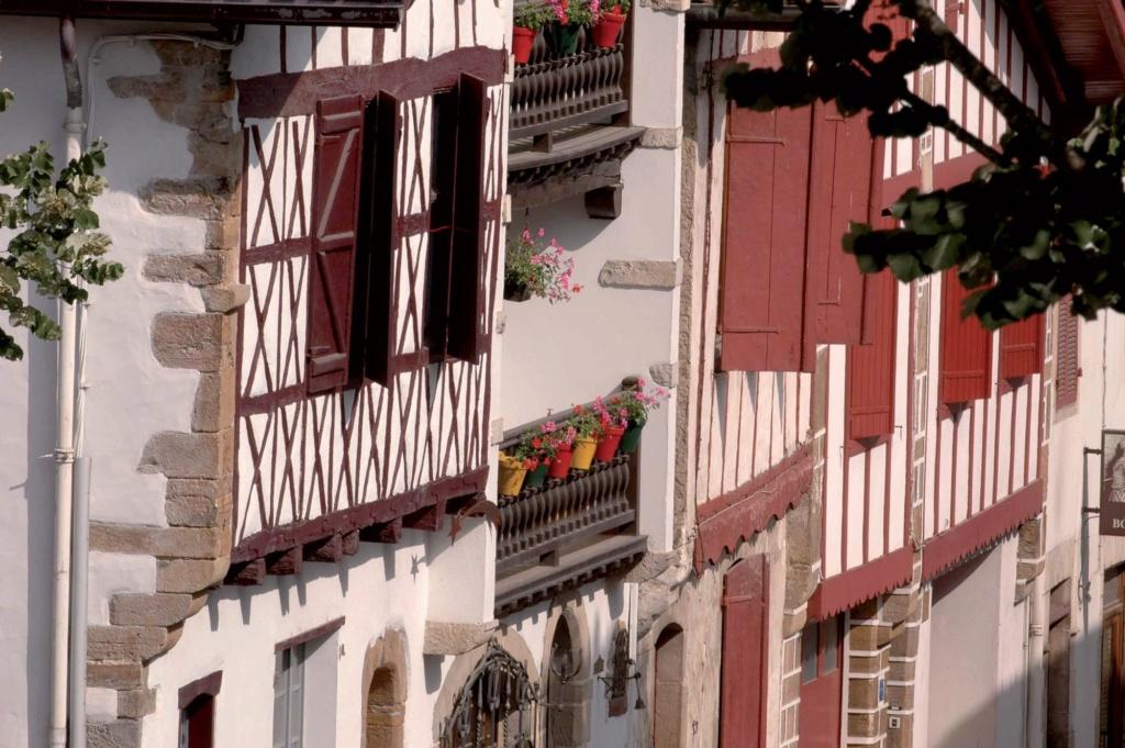 Les plus beaux villages de France  - Page 3 La-bas14