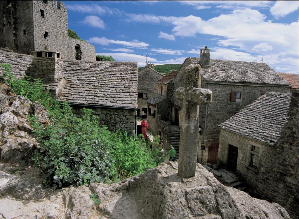 Les plus beaux villages de France  - Page 3 La-cou10