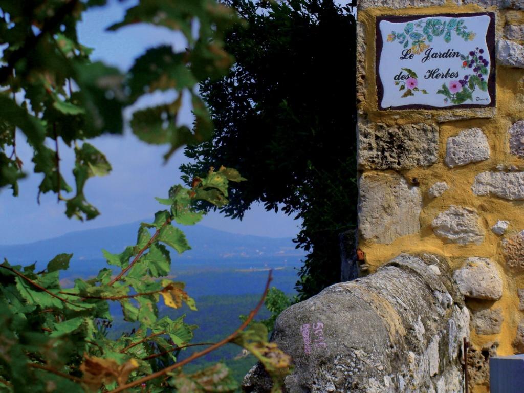 Les plus beaux villages de France  - Page 3 La-gar10