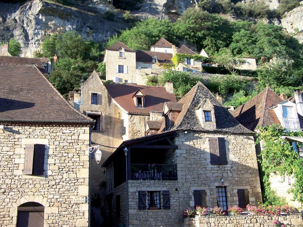 Les plus beaux villages de France  - Page 3 La-roq10