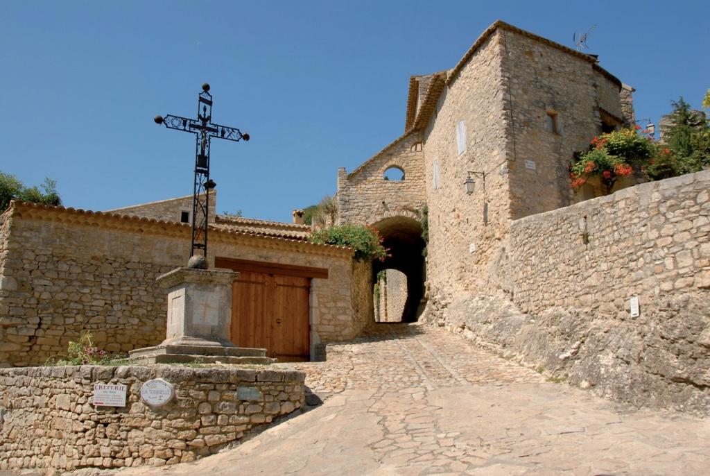 Les plus beaux villages de France  - Page 4 La-roq14