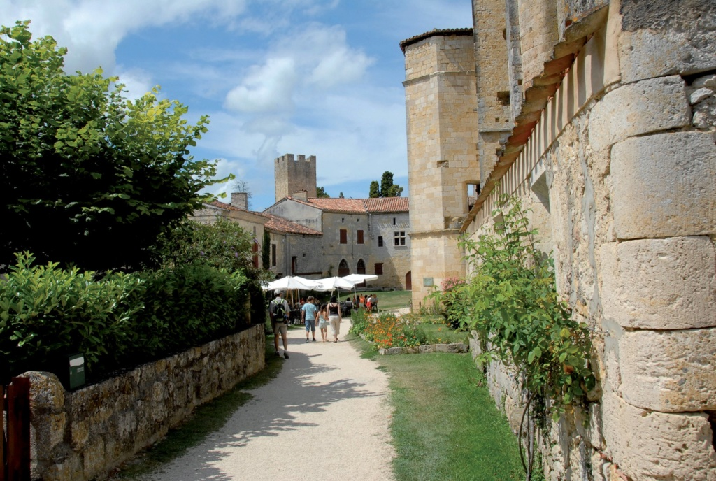 Les plus beaux villages de France  - Page 4 Larres10