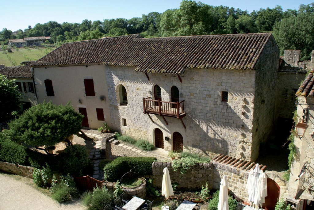 Les plus beaux villages de France  - Page 4 Larres11