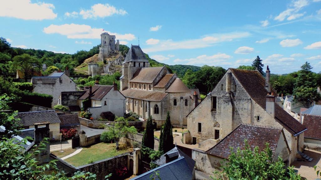 Les plus beaux villages de France  - Page 4 Lavard14