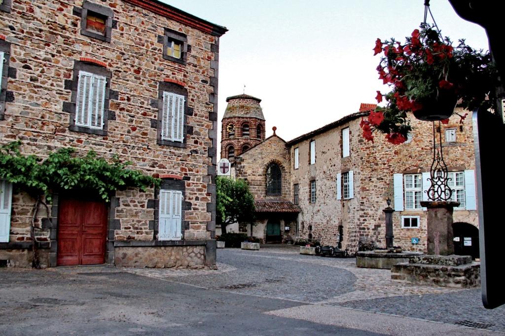 Les plus beaux villages de France  - Page 4 Lavaud11