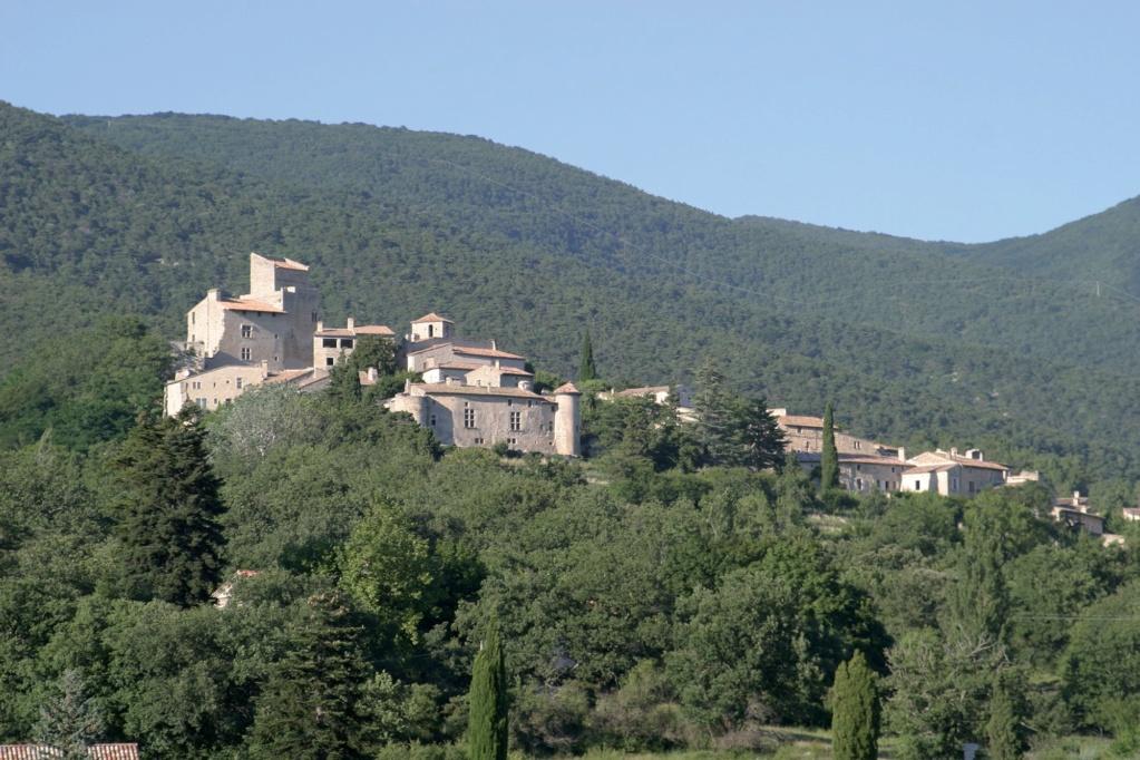 Les plus beaux villages de France  - Page 4 Le-poe13