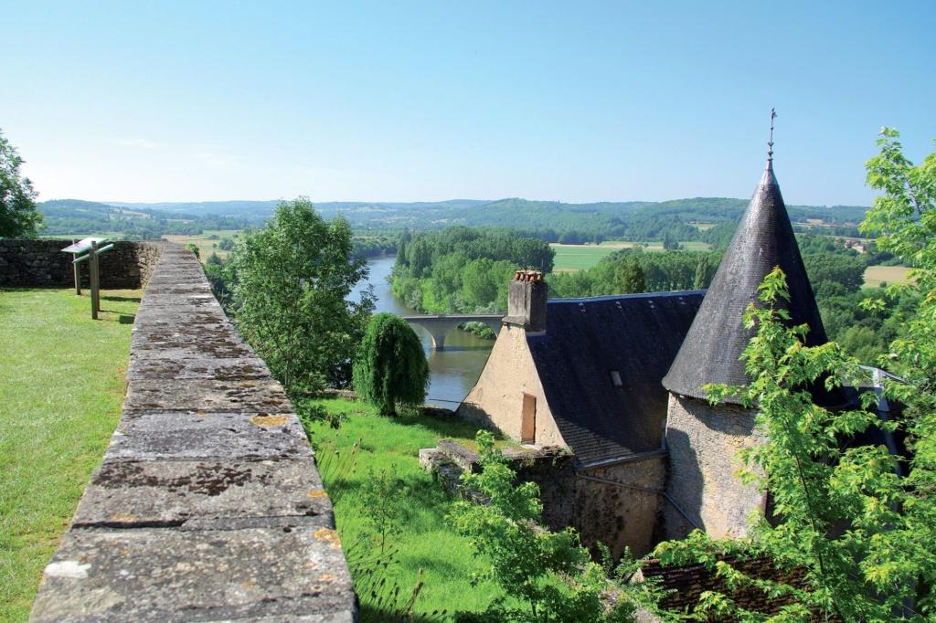 Les plus beaux villages de France  - Page 4 Limeui11