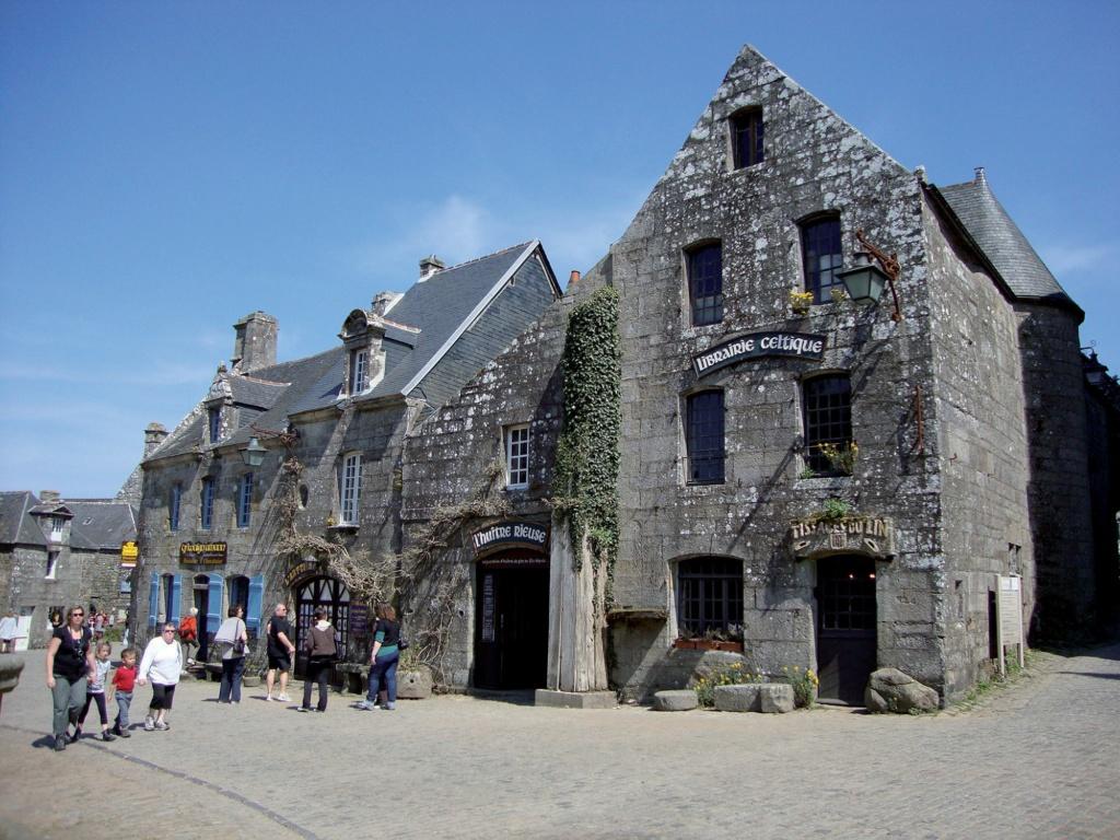Les plus beaux villages de France  - Page 4 Locron13