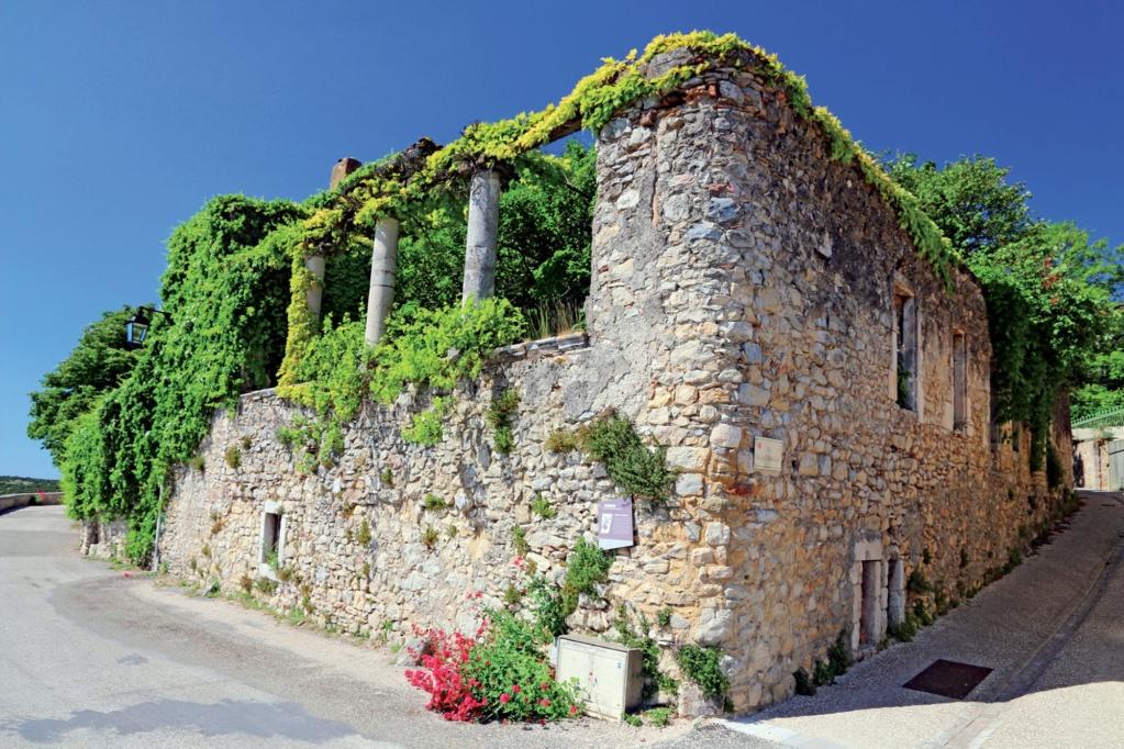 Les plus beaux villages de France  - Page 4 Lussan12