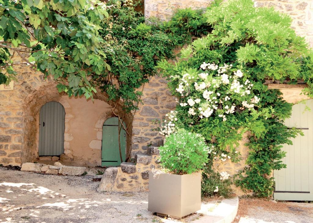 Les plus beaux villages de France  - Page 4 Lussan13
