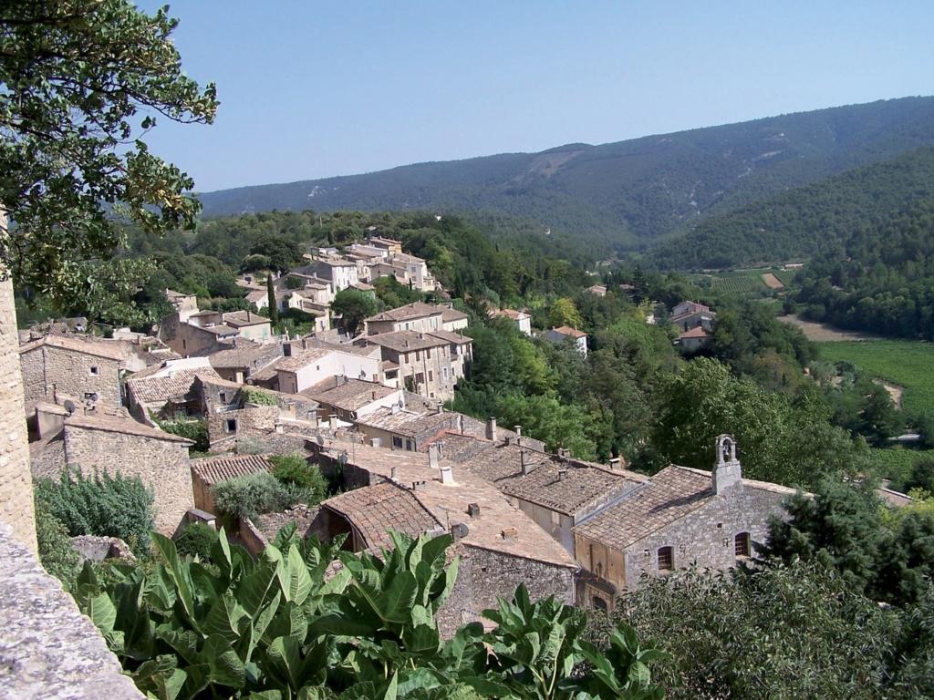 Les plus beaux villages de France  - Page 4 Menerb12