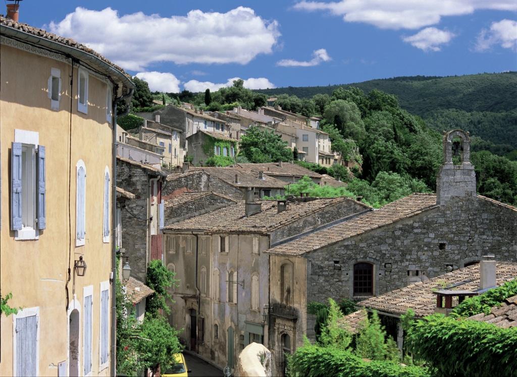 Les plus beaux villages de France  - Page 4 Menerb13