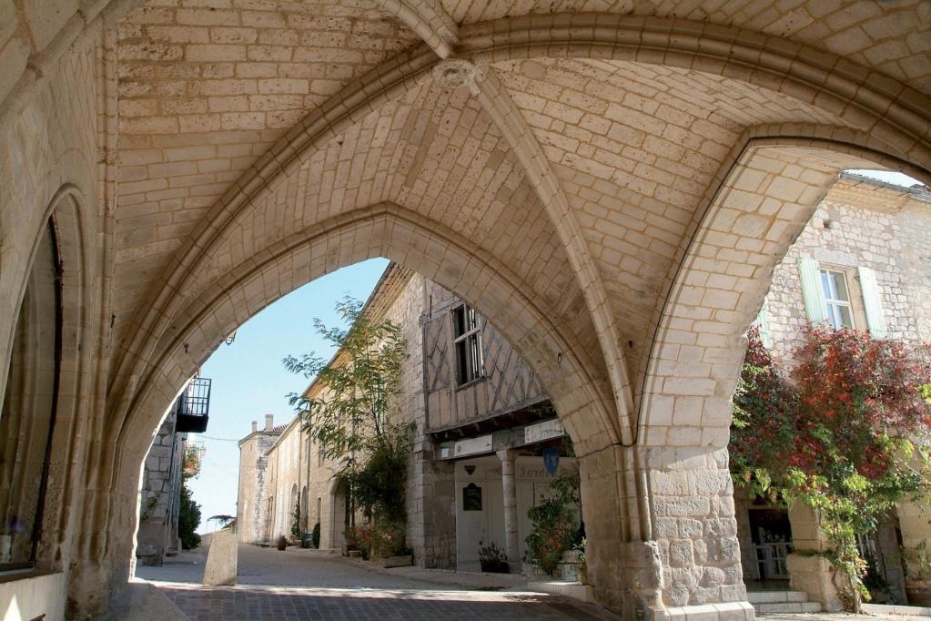 Les plus beaux villages de France  - Page 4 Monfla11